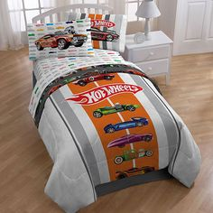 Make your child excited to sleep each night by covering their bed with this cute full-size bed in a bag. Any child who loves to play with toy cars will enjoy sleeping between these patterned microfiber sheets, which feel soft against the skin.