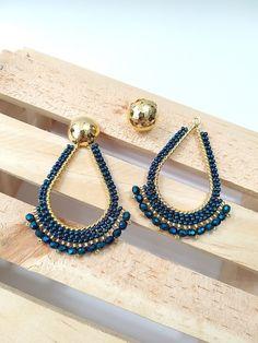 ARETES 2 EN 1 AZUL TORNASOL - Grapeaccesorios Diy Macrame Earrings, Crochet Beaded Bracelets, Beaded Earrings Patterns, Bead Earrings, Beaded Jewelry, Handmade Jewelry, Women Accessories, Jewelry Accessories, Heart Jewelry