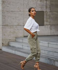 Best Street Style ideas of From outside the frontlines of Fashion Week to the latest celebrity looks, check back for the best street style outfit inspiration. Fashion Clothes, Girl Fashion, Fashion Outfits, Clothes Women, Fashion Ideas, Fashion Fall, Trendy Fashion, Style Fashion, Fashion Inspiration