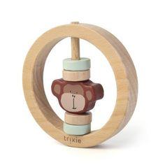 De ronde rammelaar is perfect voor kleine vingertjes! Je baby kan voelen aan de verschillende houten elementen en de rammelaar maakt een leuk geluid als je ermee schudt. Wooden Toys, Material, Products, Fine Motor, Get Tan, Nature, Animales, Kids, Wooden Toy Plans