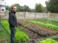 Is farming successfully on small-plot, rented land possible in an urban context? Micro-farmer Curtis Stone, otherwise known as 'The Urban Farmer', says yes. Permaculture, Organic Gardening, Gardening Tips, Urban Gardening, Hydroponic Gardening, Indoor Gardening, Farm Gardens, Outdoor Gardens, Champs