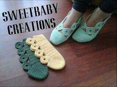 Very pretty design for crochet slippers.No parrern, just a picture of a yarn artist's work but they are so pretty I couldn't resist pinning!, Slipper ~can't find pattern though.A different way to assemble knitted / crocheted slippers. Crochet Slipper Boots, Crochet Slipper Pattern, Knitted Slippers, Crochet Patterns, Knitting Patterns, Baby Patterns, Love Crochet, Crochet Yarn, Crochet Stitches