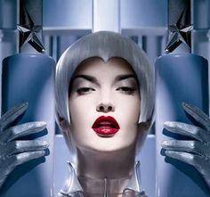 Beauty: unverzichtbare Produkte 2008 - Beauty-Trends: Make-up-Neuheiten 2008 - Blasse Trends und schüchterne Schönheit ade: 2008 sind knallige Farben und blaue Nägel angesagt. Einen kleinen aber prägnanten Vorgeschmack bietet Ihnen Thierry Mugler mit seiner ersten Make-up- Kollektion...