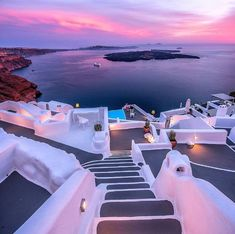 Santorini is a beautiful place 🇬🇷 😍 Have you ever been there? Photos by © ( Beautiful Places To Travel, Best Places To Travel, Wonderful Places, Beautiful Scenery, Places To Go, Holland Strand, Best Travel Insurance, Best Greek Islands, Greece Islands