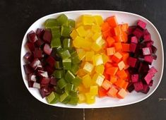 DIY: Homemade Healthy Gummies Recipe Did you know store bought fruit gummies or fruit snacks are full of GMO sugar, GMO high fructose corn syrup and harmful artificial dyes? Baby Food Recipes, Sweet Recipes, Snack Recipes, Cooking Recipes, Fruit Snacks, Healthy Snacks, Healthy Sweets, Homemade Gummies, Snacks Homemade