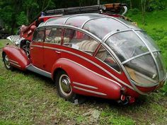 This antique car is actually a fire truck. It's a 1941 Horch 853 Sport Cabriolet purchased in November 1945 by a firefighting team in Brno, Czechoslovakia. Car modders altered it so that it could deliver 6 people and hoses quickly to the scene of a fire. Weird Cars, Cool Cars, Strange Cars, Bmw Autos, Cabriolet, Unique Cars, Fire Engine, Rat Rods, Fire Trucks