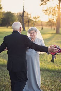 Adorable Couple Celebrates 70th Anniversary With Charming Photo Shoot They Never Had - My Modern Met