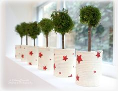 love these recycled tins with red stars. maybe next years xmas craft project :) The Swenglish Home Tin Can Crafts, Holiday Crafts, Holiday Fun, Diy Crafts, Holiday Decor, Christmas Makes, Christmas And New Year, All Things Christmas, Christmas Holidays