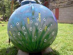 Propane tank art Propane Tank Art, Propane Tank Cover, Garden Fence Art, Garden Junk, Farm Art, Cool Tanks, Tank Design, Metal Flowers, Garden Projects