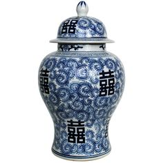 Ginger jar blue and white. British Colonial Decor, White Home Decor, Ginger Jars, White Houses, Out Of Style, Dark Wood, Sweet Home, Blue And White, Inspiration