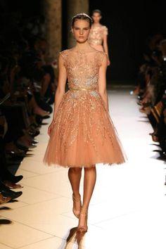 Elie Saab Alta Costura Vestidos en color oro y nude Style Couture, Couture Mode, Couture Fashion, Runway Fashion, Fashion Show, Spring Fashion, Elie Saab Spring, Vestidos Sexy, Mini Vestidos