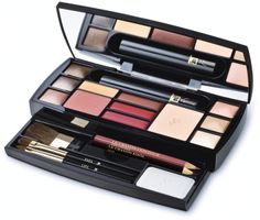 Do you have a problem to decide how to put it on for the upcoming holidays? We bring you a terrific video tutorial that will be of great help and teach you how to create elegantly make-up for the holidays. At the site of cosmetics company Lancome i
