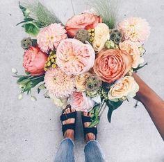 bouquet of flowers May Flowers, Beautiful Flowers, Fresh Flowers, Flowers Bunch, Pink Flowers, Plants Are Friends, Arte Floral, Planting Flowers, Floral Arrangements