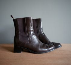 Vintage 90s Ann Taylor Pull up BROWN Boot US por heightofvintage, $24,00