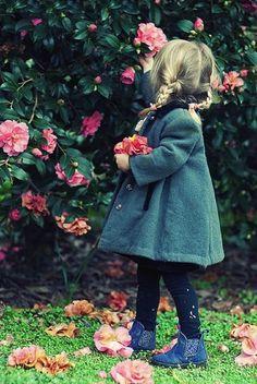 Escaramuza - My favorite children's fashion list Fashion Kids, Color Splash, Color Pop, Cute Kids, Cute Babies, Outfits Niños, Baby Kind, Stylish Kids, Beautiful Children