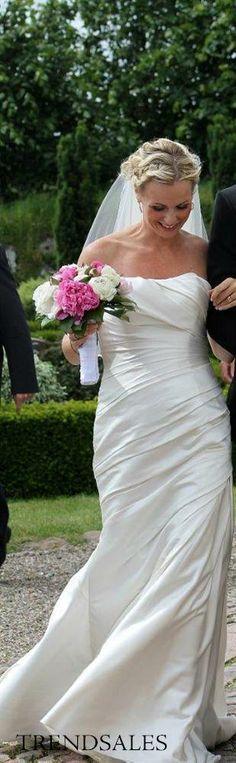 San Patrick - Brudekjole med smukke drapperinger (trendsales)