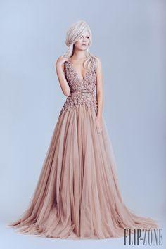Alfazairy Primavera-Verão 2015 - Alta-Costura - http://pt.flip-zone.com/fashion/couture-1/independant-designers/alfazairy-5347