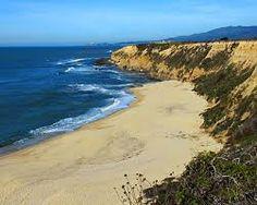 Nosotros tambien ir a Half Moon Bay. En Half Moon Bay, alli es una playa privada. Que playa es usado para un concurso de surf.