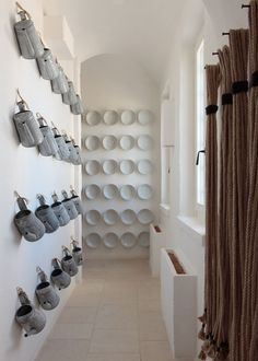 Hallway decorated with white plates and watering cans. This hallway is in the Puglia hotel Borgo Egnazia (fun fact: it's where Justin Timberlake and Jessica Biel threw a wedding party). Plate Wall Decor, Plates On Wall, Moraira, White Plates, Displaying Collections, White Paints, Decoration, Interior Design, Interior Paint