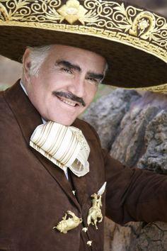 Vicente Fernández cantante y actor mexicano.