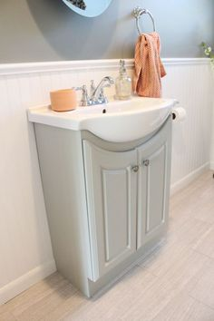 Vanities For Small Bathrooms  Contemporary Small Bathroom Vanity Cool Bathroom Vanities For Small Bathrooms Inspiration