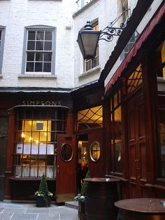 Simpson's Tavern in the City. Opened 1757. Old boy lunches