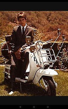 Paul Weller of The Jam Mod Scooter, Lambretta Scooter, Vespa, Mod Girl, Paul Weller, Old Motorcycles, Rude Boy, Skinhead, Mod Fashion