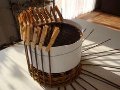 Vychytávka k pevnému víku :: Pletení z papíru - vázy 175 cm, 135 cm, 110 cm, postýlky, atd.