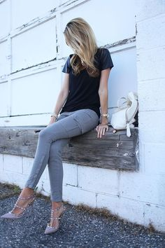 An Outfit + A Giveaway. by Ivory Lane Look Fashion, Fashion Shoes, Fashion Basics, Fashion Wear, Fasion, Fashion Clothes, Street Fashion, Valentino Rockstud Pumps, Valentino Shoes