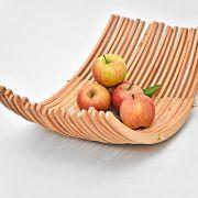 Fruitschaal van kledinghangers