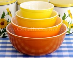 Pyrex 400-series bowl set, Daisy