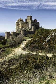 CASTLES OF SPAIN - El castillo - abadía de Loarre es un castillo románico situado en la localidad del mismo nombre, en la sierra de Loarre, en la provincia de Huesca, comunidad autónoma de Aragón en España. El castillo fue construido en el siglo XI por orden del rey Sancho III, para servir como avanzadilla fronteriza, desde la que organizaron los ataques contra los territorios en poder de los musulmanes.
