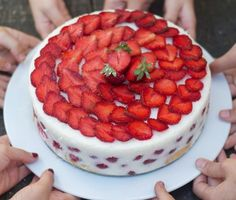 Vanilinis braškių tortas su kefyru