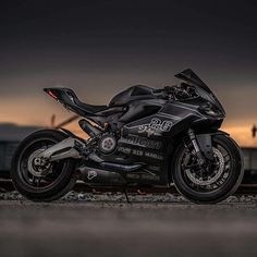The Dark Side By: @rbjphoto (thanks for sharing) #ducatistagram #ducati #899…