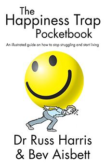 Ladda Ner och Läs På Nätet The Happiness Trap Pocketbook Gratis Bok PDF/ePub - Dr. Russ Harris & Bev Aisbett, A unique collaboration between cartoonist/author Bev Aisbett and Dr Russ Harris, this is an illustrated, simplified. Positive Thinking Books, Life Hurts, List Of Resources, Work Stress, Psychology Books, Cognitive Behavioral Therapy, Rich Life, Meaningful Life, Book Recommendations