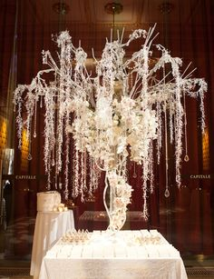gorgeous tree! perfect centerpiece.