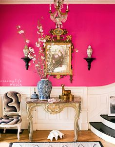 Dramatic Foyer - Be bold! Painting the wall this marvelous shade of hot pink makes this foyer simply electric, feminine and sexy. Love design and decoration interior design house design Design Entrée, Home Design, Pink Design, Design Ideas, Design Hotel, Restaurant Design, Wall Design, Casa Pop, Murs Roses