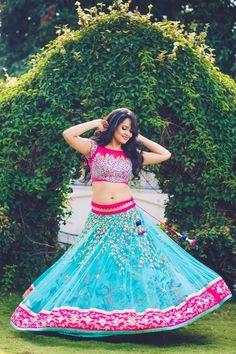Anasuya Indian Bridal Sarees, Indian Beauty Saree, Beautiful Saree, Beautiful Indian Actress, Indian Dresses, Indian Outfits, Young Fashion, Girl Fashion, Indian Navel
