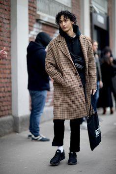 The Street Style Crowd Wore Pops of Orange at Milan Men s Fashion Week 3d490696e984f