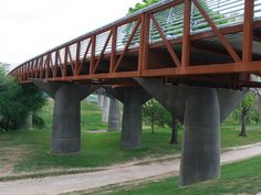 The Rosemont Bridge connects nearby neighborhoods and provides access to Buffalo Bayou's 124 acres while creating a new tree-top view of Houston's downtown skyscrapers.