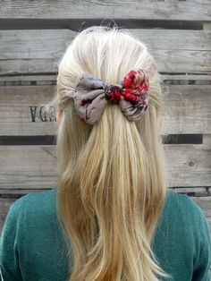 Mantelinan rusettisolki - Hair clip with bow, made by Mantelina