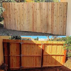"Simple fence with ""hidden"" gate. #homeimprovement #fence #carpentry #woodwork #Luckys_Home_Improvement #remodel #affordable #professional #quality de luckys_home_improvement"