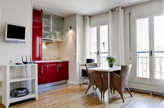 very light studio, 2 French windows... 600 per week, very bright and clean!