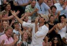 """""""Wetten, dass..?"""" Summer Edition TV Show         Singer Enrique Iglesias performs during the live broadcast of 'Wetten dass..?' at the Coliseo Balear June 23, 2007 in Palma de Mallorca, Spain."""