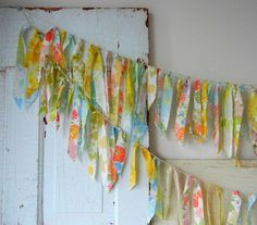Bunting made with strips of vintage sheets tied onto string.really like this concept.very shabby chic! Bunting Garland, Bunting Banner, Banners, Garland Ideas, Craft Projects, Sewing Projects, Craft Ideas, Sewing Hacks, Diy Ideas