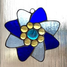 Two tone blue flower suncatcher  (0508) £9.00