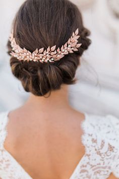 rose gold wedding hairpiece / http://www.himisspuff.com/rose-gold-metallic-wedding-color-ideas/3/
