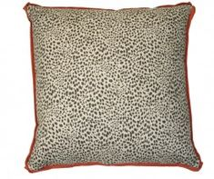 A unique way to update the dull décor of a home by adding fun and adventure in this form of this Cub Fossil 20 X 20 Pillow With Red Oak Flange. Featuring alluring leopard print along with oak flange, it is deep filled with down/feather insert.
