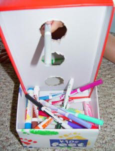 Toddler Games & Activities: Marker Game. So easy to have fun and learn colors too! :)