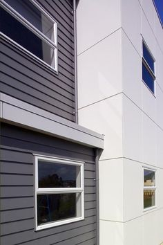 Scyon® Linea® weatherboard mixed with FC sheeting. I like the colours Building Exterior, Building Design, Exterior Paint Colors, Exterior Design, Loft Design, House Design, Weatherboard Exterior, Facade House, House Facades